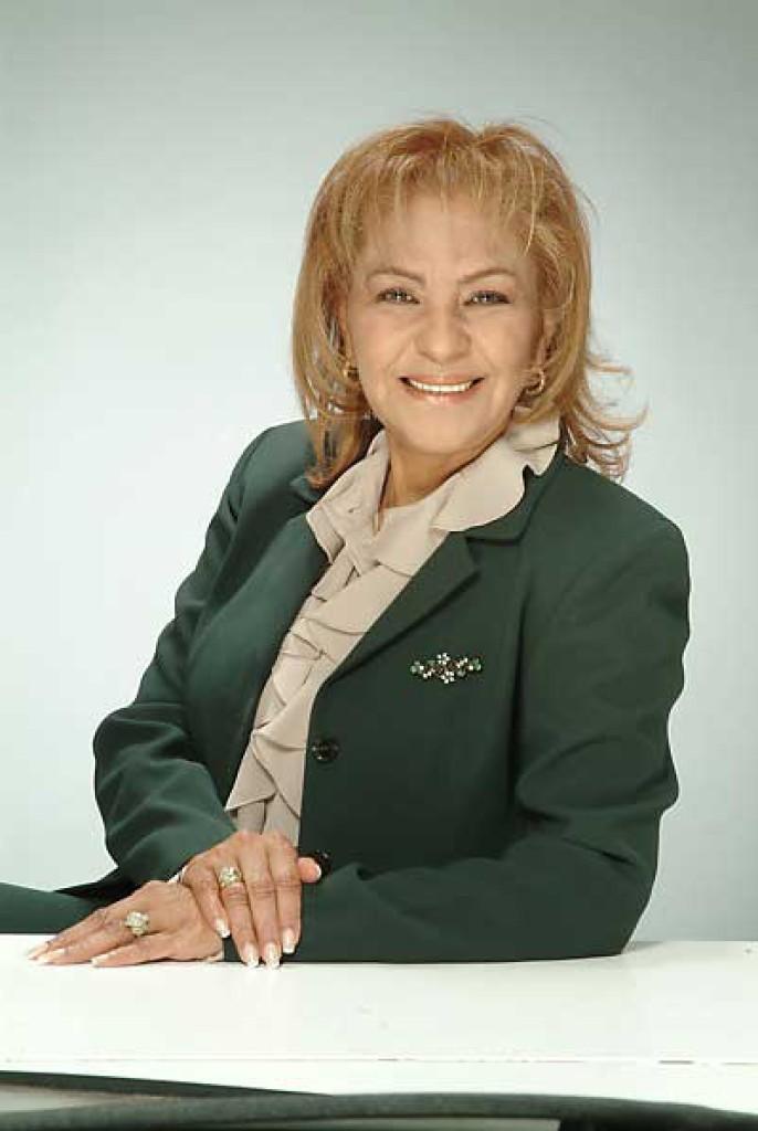 Prof. Bertha Amundaray - Sub-directora Locutora-Maquilladora de TV